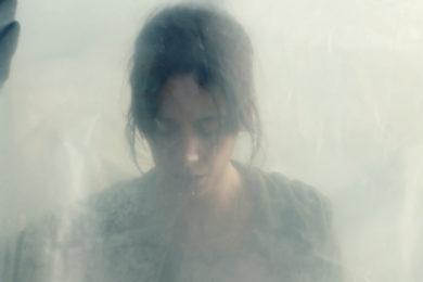 La Nuée, écrit par Jérome Genevray & Franck Victor. Réalisé par Just Philippot.
